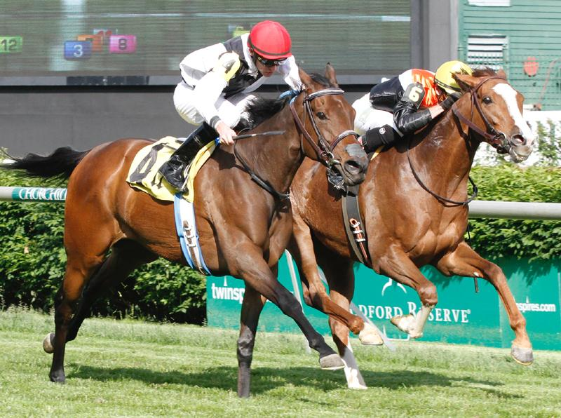 Praia (outside) prevails in the Churchill Downs' Keertana S.